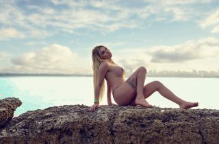Göğüslü ve seksi travesti Cemile