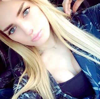 Sarışın seksi popolu Sara